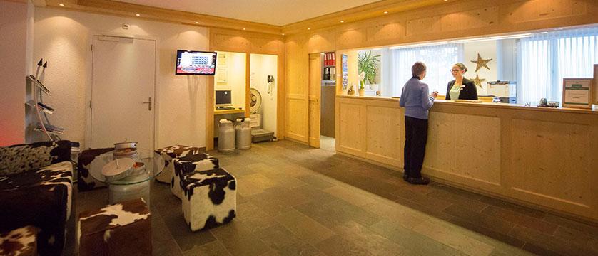 Switzerland_Wengen_Hotel-sunstar-alpine_reception.jpg